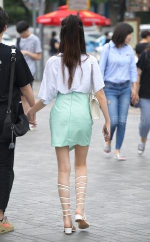 街拍罗马鞋美腿马尾辫美女 -22P