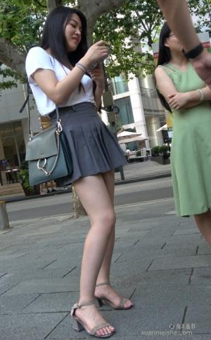 4K - 街拍-漂亮的气质长腿美女