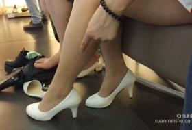 穿了连裤袜的美腿美女试鞋