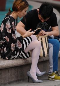 街拍 极品美女 白色丝袜 骨感白丝 诱惑高跟你一定很喜欢