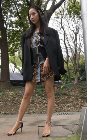 4K - 街拍性感豹纹短裙美女 [791 MBMP4]