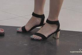 4K视频】蓝色的美脚趾给夏天的酷暑降降火