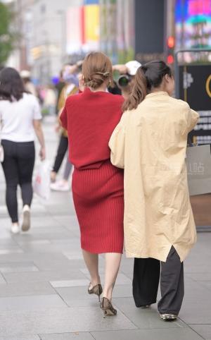 街拍红裙丰满高颜值美女 -17P