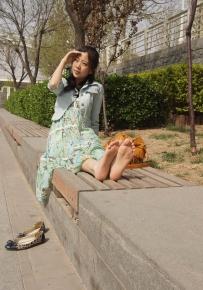 赤足者-公園裡的氣質美女秀腳板 [18P]