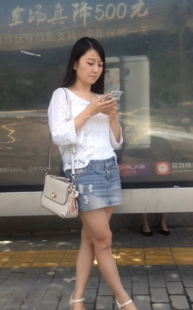 等公交车的MM很漂亮