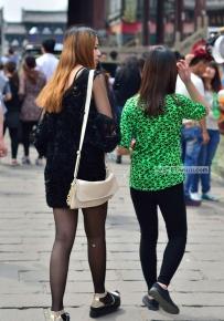 真实街拍女人 两位原味黑丝