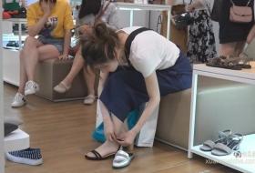 妺子左右脚不停试鞋 播放时长:04分05秒 视频赏析