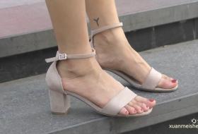 【4K视频】好一双修长骨感的大脚丫,系带凉鞋更是加分不少