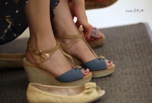 夏日商场里终于一探气质美女鞋里究竟(20P)