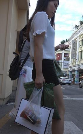 4k-丰臀热裤美腿白色雪纺衫街拍美女 1.90G