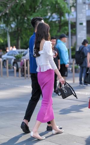 红裙美女 - 11p