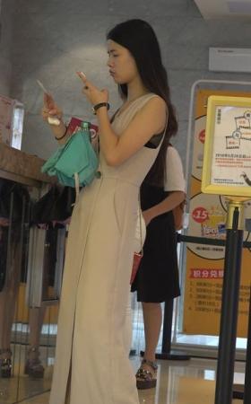 气质宽松的长腿裤美女 1.46G