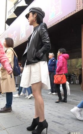 打扮时尚的短靴美腿街拍美女 [1.23
