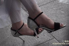 4K真实街拍美女的足肯定是经常保养的非常靓丽