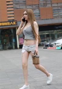 酷似洋妞的极品国产雪白肌肤超短热裤露脐蛮腰大美女~