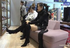 [ZL 4K视频]高挑美女冬日试靴,在穿穿脱脱中让你一次看够她的长丝纤腿