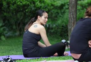 心仪的瑜珈女孩每次都增加露脚的尺度 第一套 44P