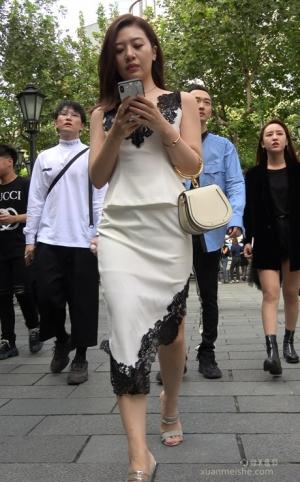 4K - 街拍-气质的白色裙装气质MM