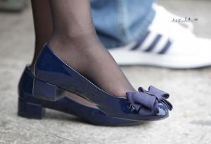 一双骨感的长腿黑丝衬托出女孩略带忧郁的气质(9P)