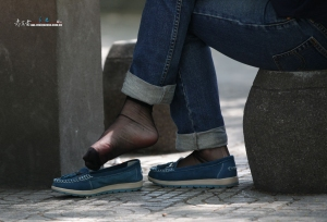 鞋不知不觉掉了,应该是黑丝很滑吧(16P)