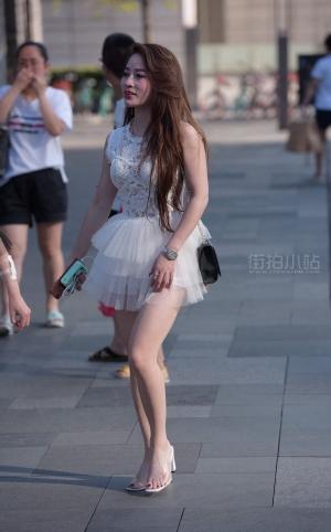 性感蓬松短裙街拍美女 -20p