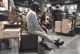 少女初冬试新靴,露出精美绝伦的幼滑嫩足